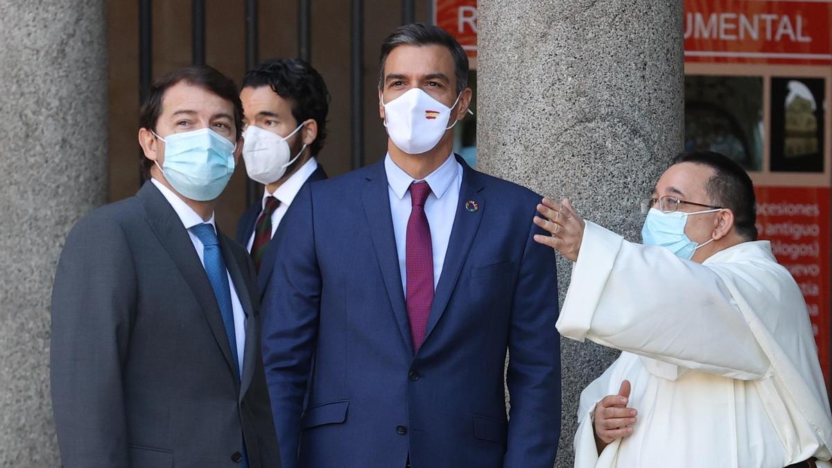 Pedro Sánchez y Alfonso Fernández Mañueco durante la Conferencia de Presidentes celebrada en Salamanca.