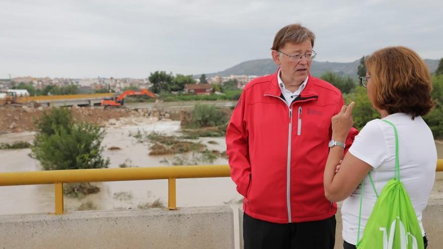 El president Ximo Puig durante una de las visitas que ha realizado a la zona afectada por el temporal en la provincia de Alicante