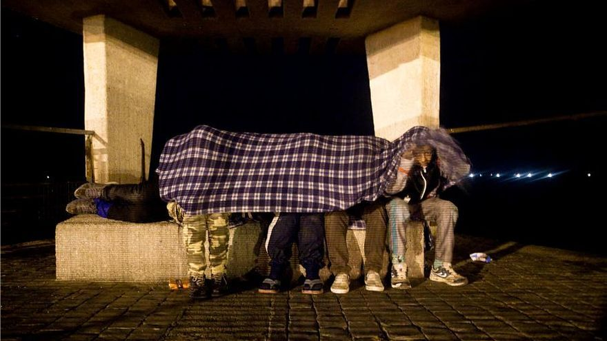 Imagen de archivo de niños migrantes que viven en la calle en Melilla porque huyen o son expulsados del sistema de protección de menores. | Foto: Robert Bonet