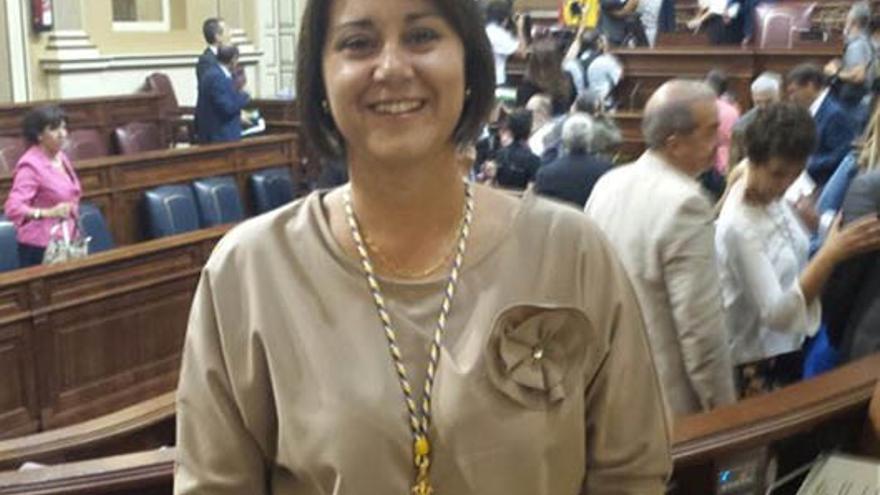 Gladys Acuña, en su toma de posesión como diputad (DIARIO DE LANZAROTE)