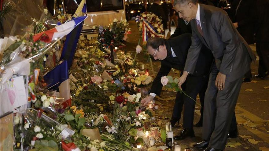 Obama acude con Hollande a uno de los escenarios de los atentados de París