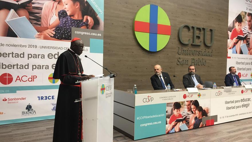 El cardenal Sarah era el invitado de la Asociación Católica de Propagandistas para hablar de la defensa de la educación religiosa en España.