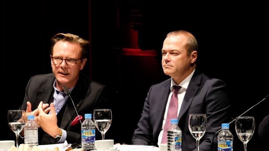 El director de la Fundación Auditorio Teatro,Tilman Kuttenkeuler y el alcalde de Las Palmas de Gran Canaria, Augusto Hidalgo.