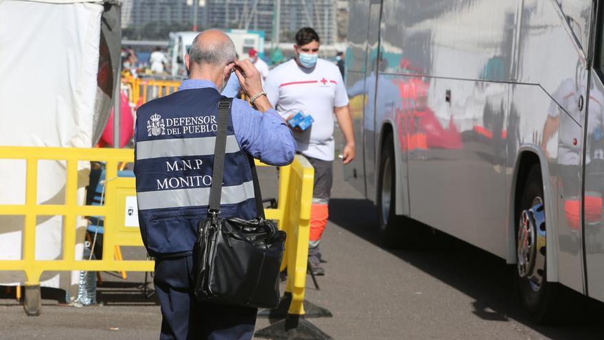 El Defensor del Pueblo pide a Interior el cierre del muelle de Arguineguín