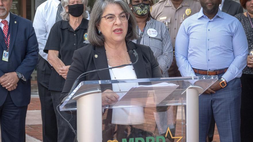 """La alcaldesa de Miami tilda de """"vergonzosos"""" los tiroteos que dejaron tres muertos"""