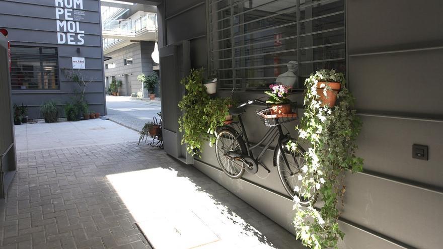 La Calle San Luis de Sevilla acoge este conjunto de talleres especializados.