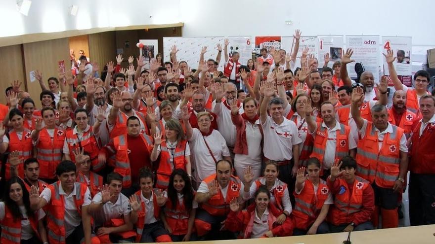 Barkos y Domínguez visitan el dispositivo de Cruz Roja