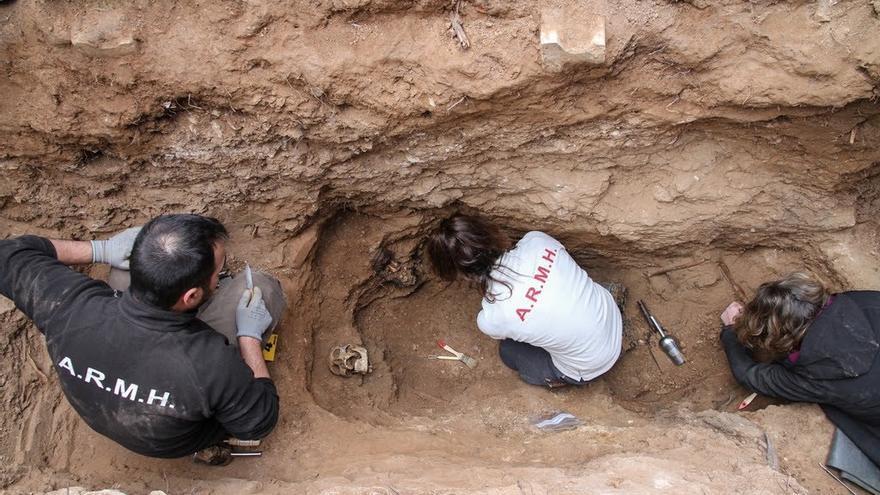 Primera exhumación en el cementerio de Guadalajara, en enero de 2016