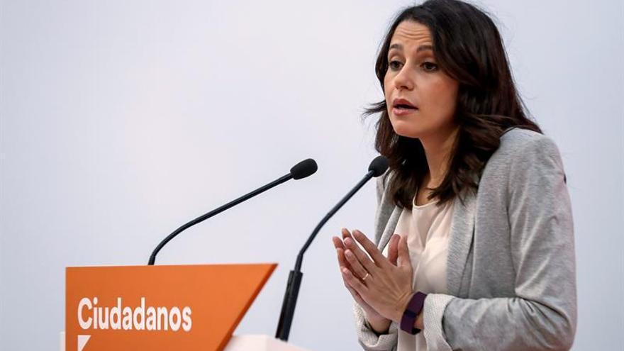 """Arrimadas ve Puigdemont como """"el más cupero"""" y le pide que no adoctrine a los niños"""
