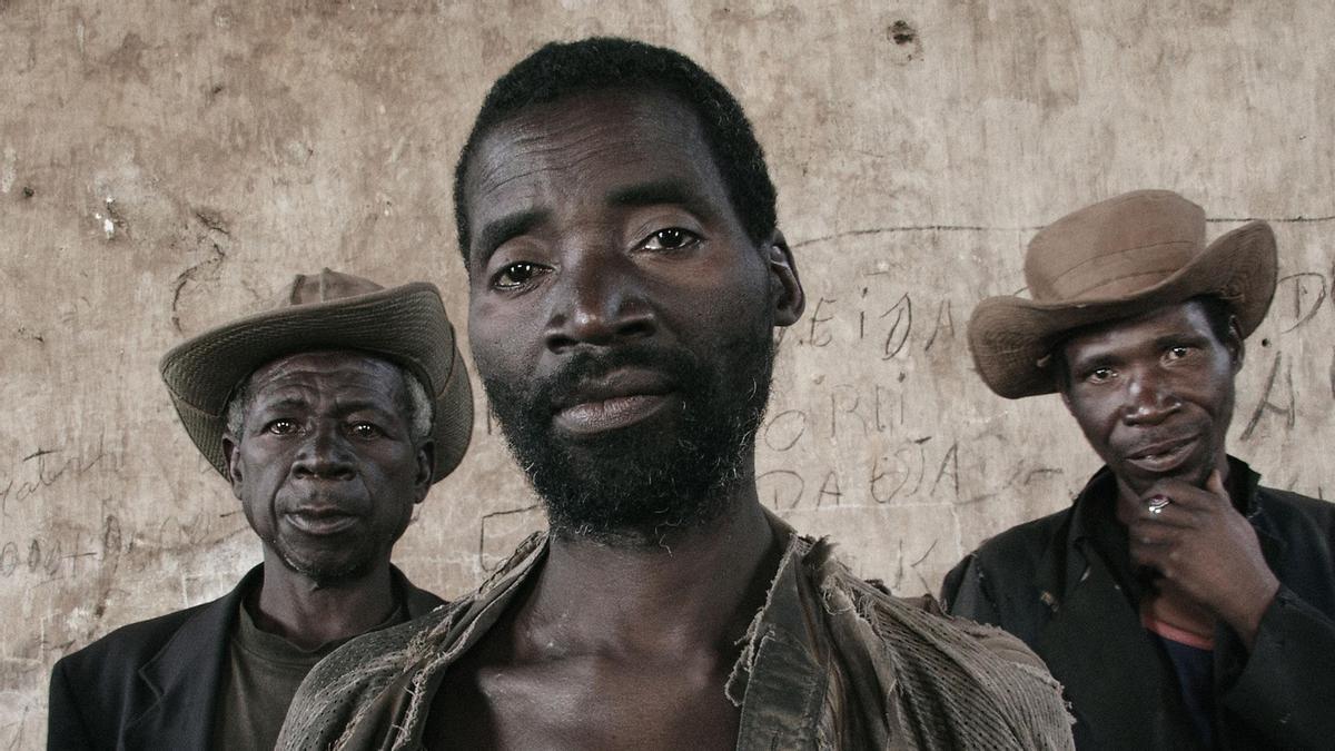 Guy Tillim. Justino Ngene, Laurino Bongue and Faucino Hando, 2002. Series: Kunhinga