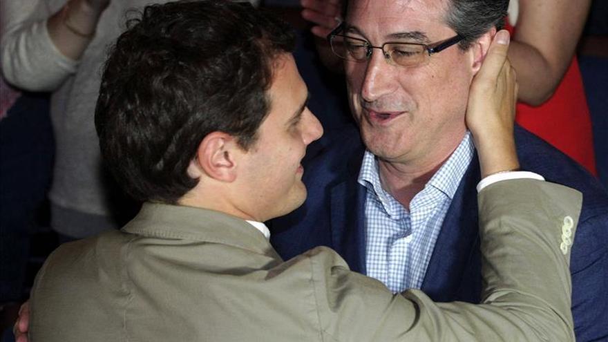 Rivera advierte de que Ciudadanos no regala cheques en blanco a incumplidores