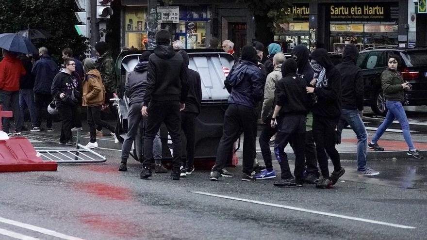 Ascienden a 22 los detenidos y dos agentes heridos durante una protesta por el mitin de Vox en Bilbao