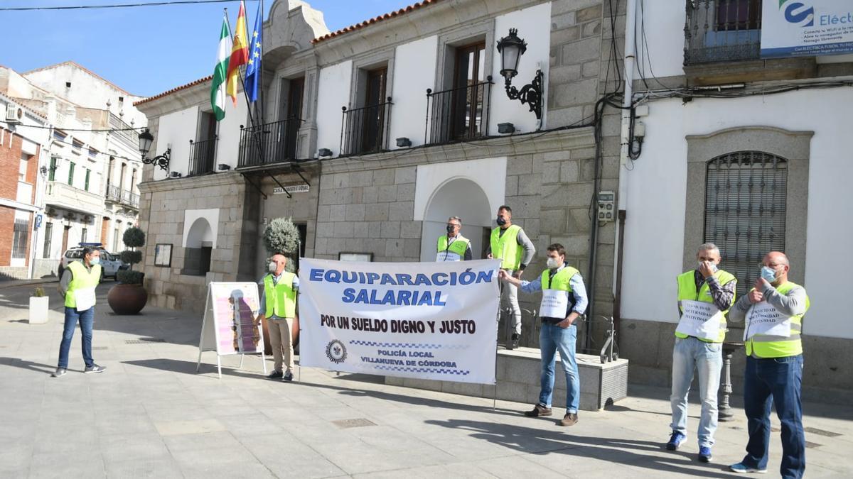 Protesta de los policías locales en Villanueva de Córdoba