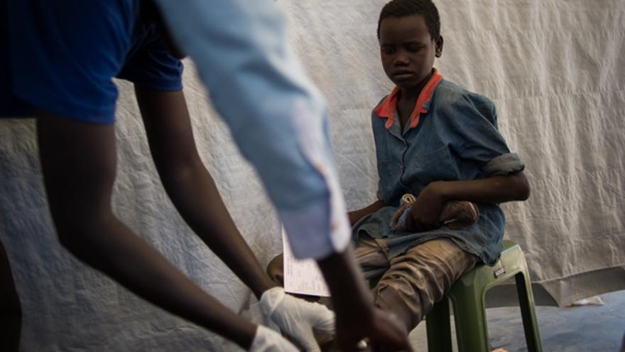 MSF trabaja en lo que hoy constituye la República de Sudán del Sur desde 1983, y actualmente gestiona 11 proyectos regulares en nueve de los diez estados del país: en Agok, Aweil, Gogrial, Gumuruk, Leer, Maban, Malakal, Nasir, Yambio, Lankien, Yuai y Yida. Además, ha puesto en marcha cuatro proyectos de emergencia en Juba, Awerial, Nimule y Malakal. La organización cuenta actualmente con 278 trabajadores internacionales y 2.890 trabajadores locales en sus proyectos en Sudán del Sur. /© Phil Moore