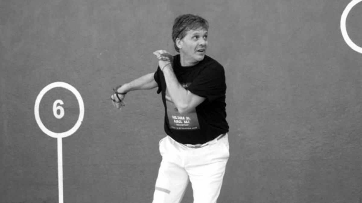 Paco Cabanes 'Genovés' en el trinquete durante una partida de pilota en una imagen de archivo.
