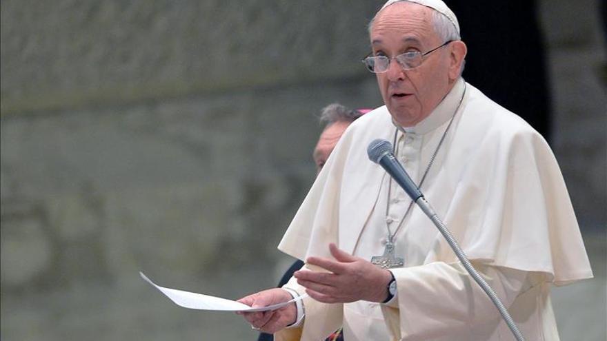 Duchas, barbero y un conjunto de aseo, la ayuda del Papa para los sintecho