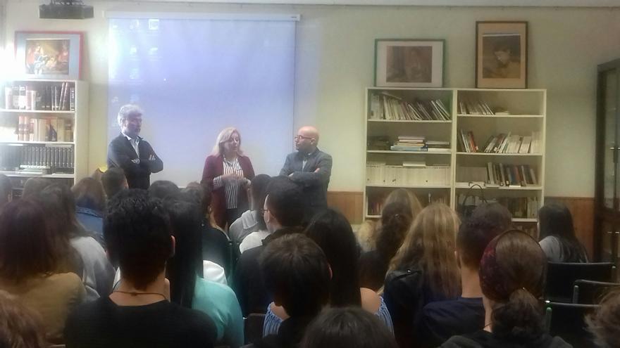 Presentación de las charlas sobre el español de Canarias y su literatura