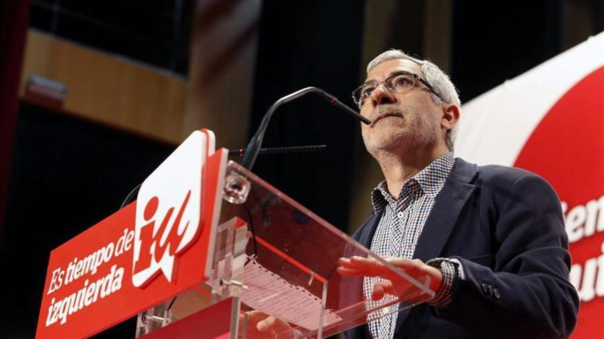 """Llamazares dice que """"Aguirre es la primera peligrosa para la democracia occidental"""""""