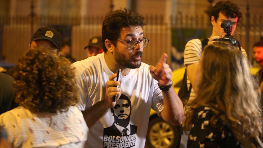 Simpatizantes de Bolsonaro se enfrentan a mujeres que se oponían al candidato, que ha hecho comentarios misóginos. EFE