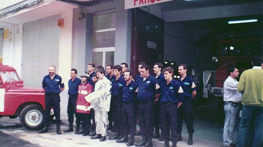 Imagen de archivo de la inauguración, el 28 de diciembre de 1990, del primer parque de bomberos de  La Palma. Estaba situado en la calle Abenguareme de Santa Cruz de La Palma.