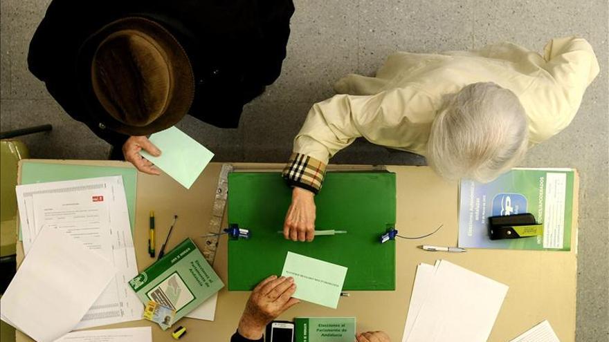 Urna de uno de los colegios electorales el 22 de marzo de 2015 en Andalucía. \ Efe