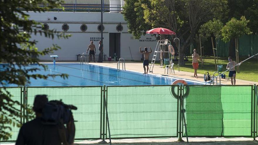 Muere un joven de 17 a os ahogado en una piscina en ja n for Piscina jaen