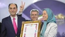 Alejo Vidal-Quadras en 2012 junto a Maryam Rayaví, presidenta del Consejo Nacional de la Resistencia de Irán (CNRI).