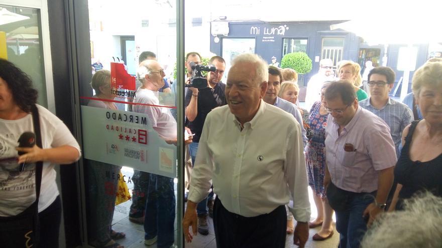 José Manuel García-Margallo en su visita al Mercat Municipal de Sant Vicent del Raspeig