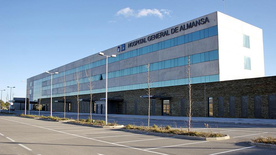 Un año buscando radiólogos para el Hospital de Almansa