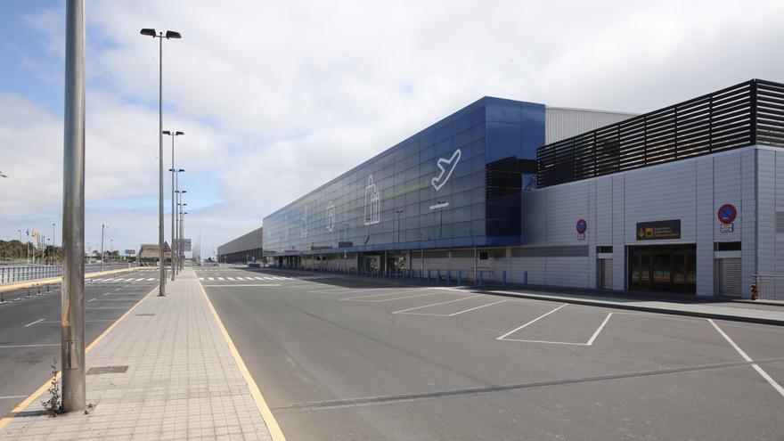 El aeropuerto de Gran Canaria, este jueves. (ALEJANDRO RAMOS)