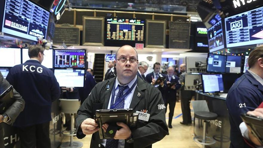 Wall Street en terreno mixto a media sesión y el Dow Jones cede un 0,29 %