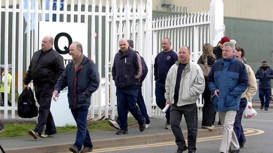 """Los trabajadores británicos afrontan una """"terrible"""" década de bajos salarios"""