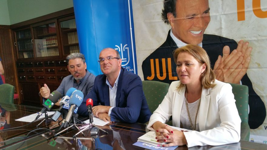 Jairo Núnez, Anselmo Pestana y Alicia Vanoostende, este miércoles. Foto: LUZ RODRÍGUEZ.