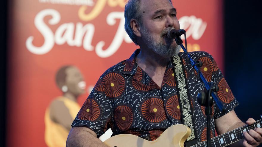 Fernando Rubio desplegando sus historias musicales
