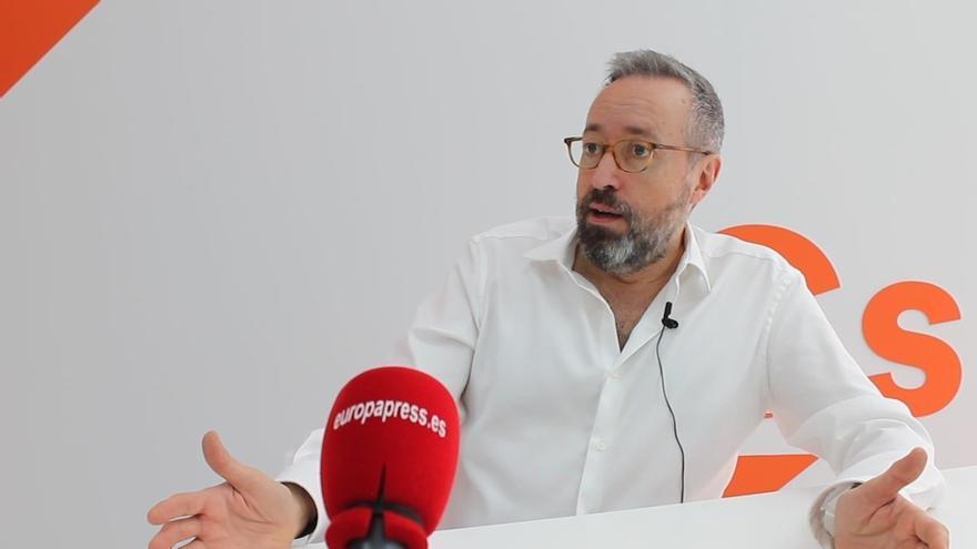 """Girauta critica el """"teatrillo"""" de PSOE y Podemos y reivindica que Cs está actuando como líder de la oposición"""