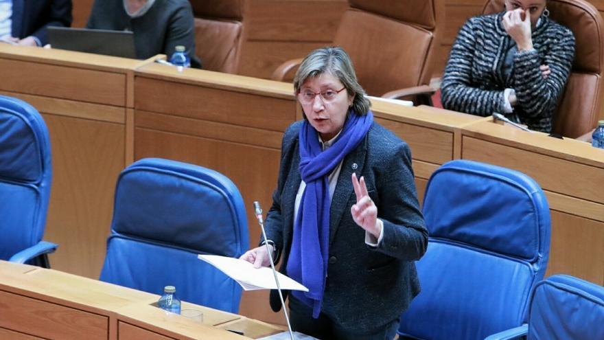 Rosa Quintana, conselleira do Mar, respondiendo a las preguntas de la oposición sobre el laboratorio