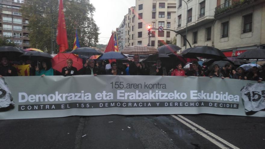 Miles de personas se manifiestan en Bilbao contra del artículo 155 de la Constitución y en favor del derecho a decidir