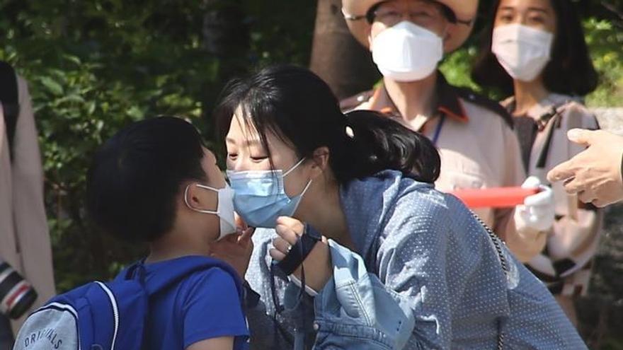 Sin besos ni abrazos debido al coronavirus, ¿cómo vivir sin contacto físico?