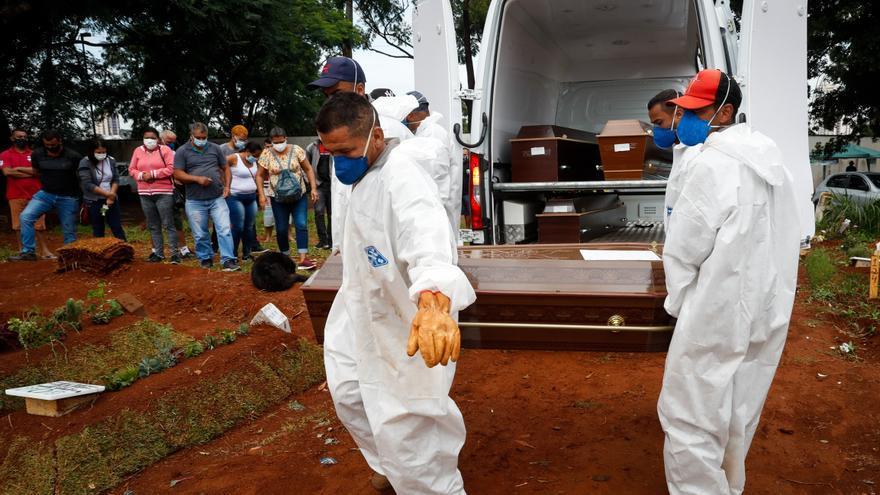Brasil vuelve a rozar las 3.000 muertes por la covid-19