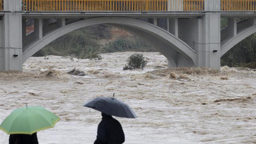 El Rey telefonea a los presidentes de C.Valenciana y Murcia por el temporal