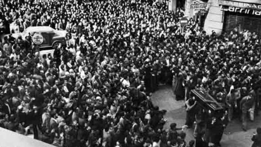Funeral por los cinco trabajadores asesinados por la Policía en Vitoria en marzo de 1976