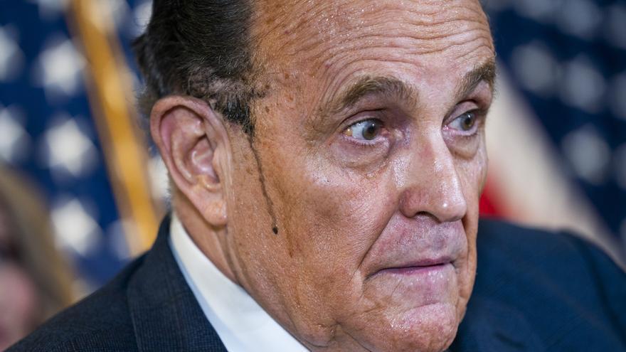 Dominion demanda por difamación a Rudy Giuliani, el abogado de Trump
