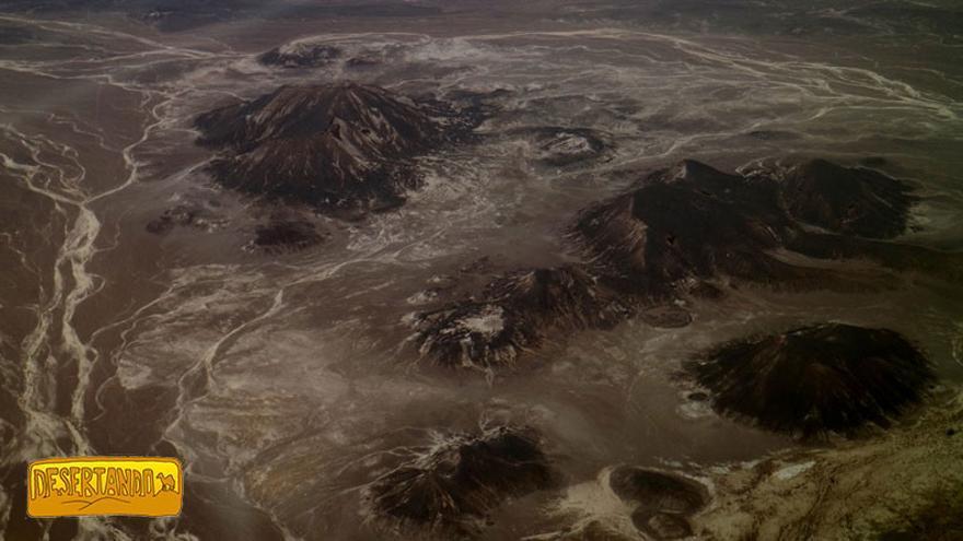 Vista aérea de la formación montañosa Tadrart Acacus.