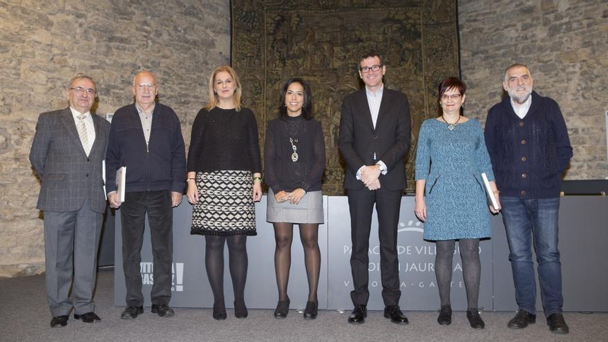 Vitoria homenajea a los promotores de los servicios sociales de la ciudad