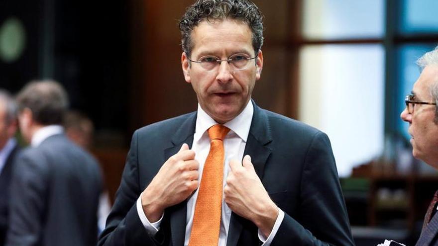 Dijsselbloem insta a España a comprometerse a más medidas para suavizar la sanción