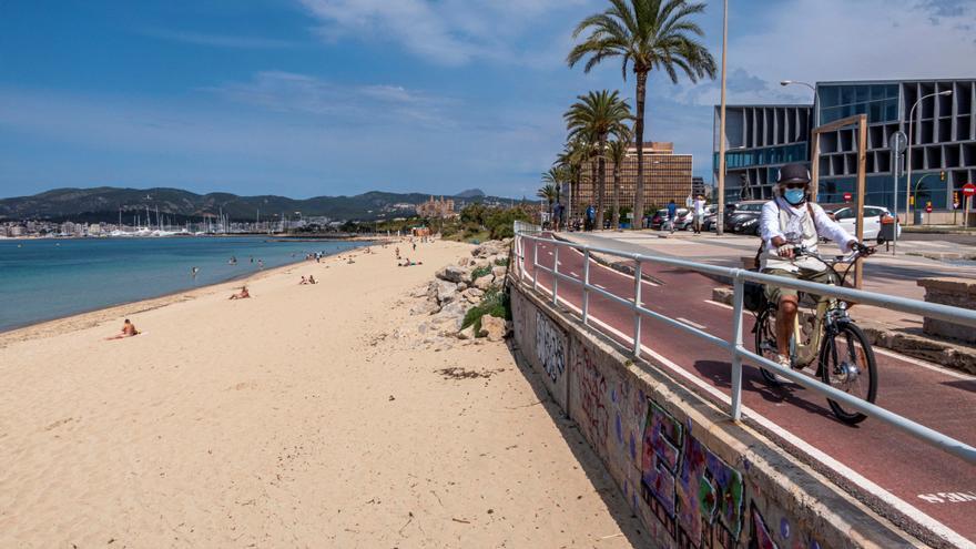 Playa casi vacía de Can Pere Antoni en Palma de Mallorca. EFE/ CATI CLADERA/Archivo
