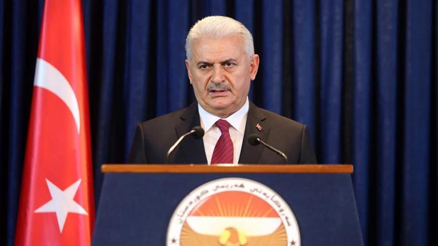 """El primer ministro turco anuncia la extensión del """"estado de emergencia"""""""