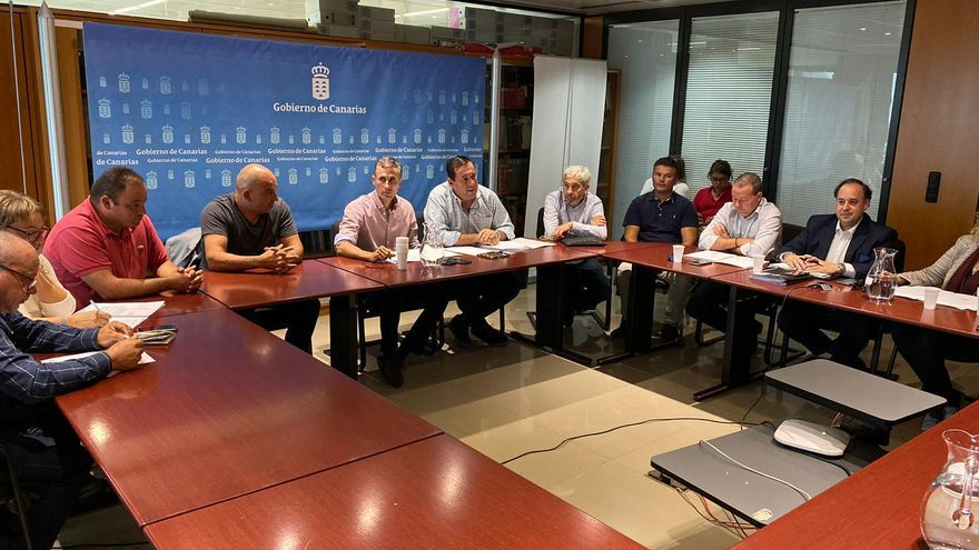 Reunión de responsables de la Consejería de Agricultura con representantes de los consejos reguladores de las denominaciones de origen de vinos de Canarias.