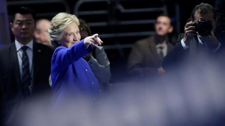 """Clinton instará a """"trabajar juntos"""" ante """"un momento crucial"""" para EE.UU"""