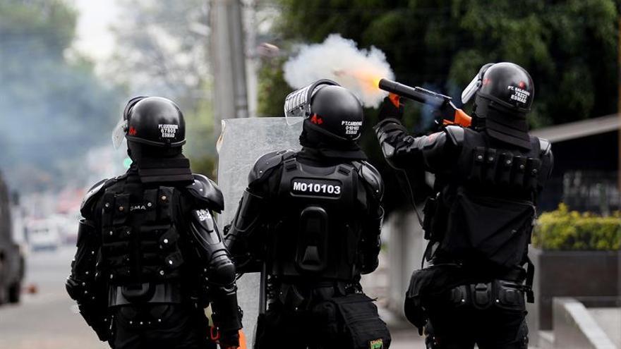 Al menos un policía muerto y cuatro heridos en una explosión en Bogotá